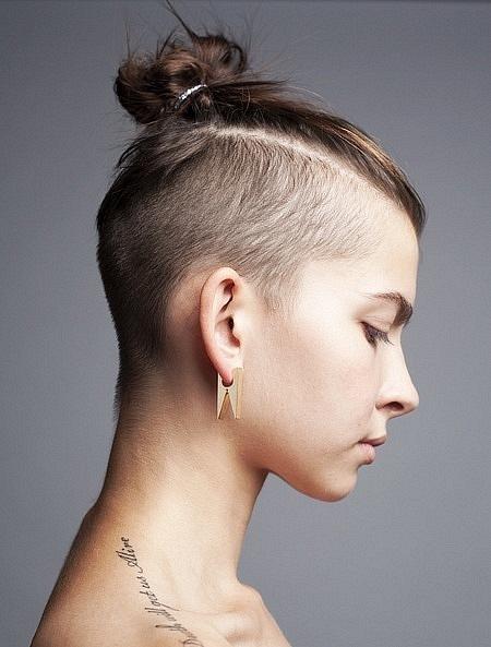 Мужские причёски на девушках